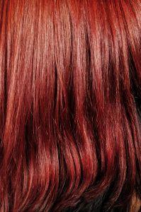 Sognare capelli tinti biondi