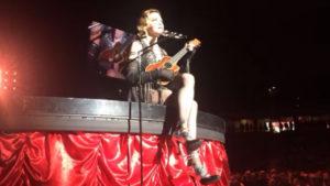 Sognare di cantare su un palcoscenico