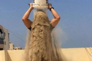 sognare sabbia addosso